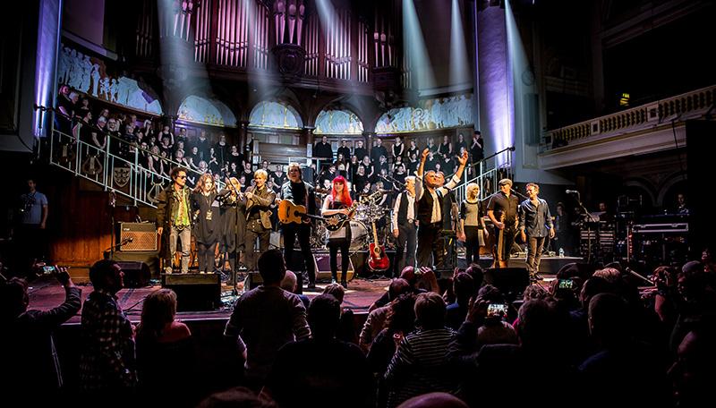 MonaLisa Twins on stage with Steve Harley & Cockney Rebel, Earl Slick (David Bowie), Paul Cuddeford and Steve Norman (Spandau Ballet) in Hull, UK, 2016